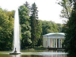 знаменитый фонтан, бьющий из пасти змеи (Софиевка, Умань)