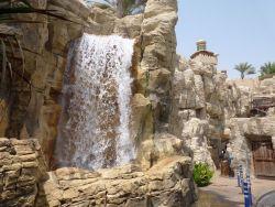 перед входом в аквапарк Вайлд-Вади, Дубай
