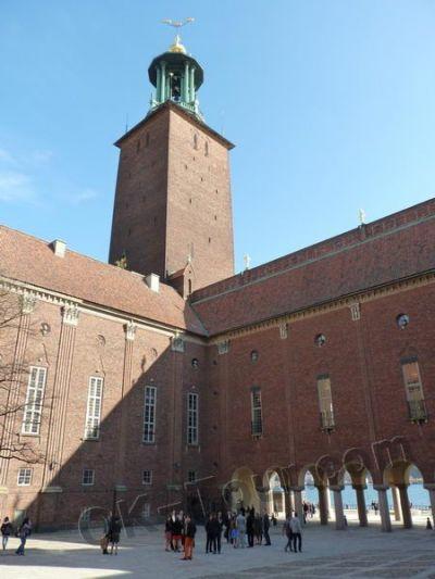 городская ратуша Стокгольма - во внутреннем дворе вид на башню -  city-hall-stockholm