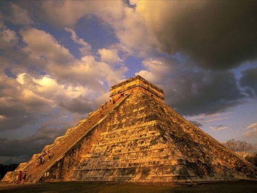 руины пирамид Майя в Мексике